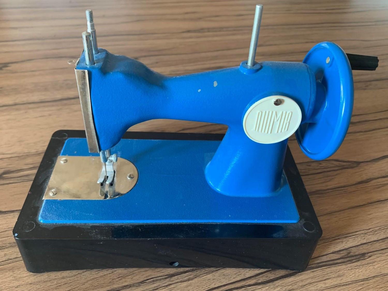 Siuvimo mašina. Žaislas. Autentiškas