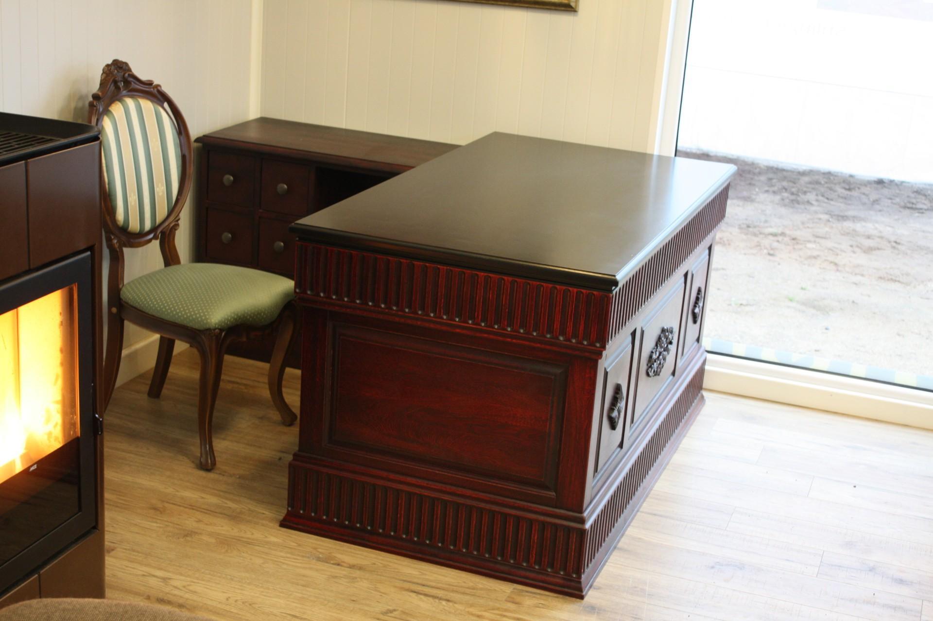 Ąžuolo masyvo rašomasis stalas